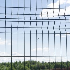 Ogrodzenie ratanowe a ogrodzenie panelowe - czym sugerować się przy wyborze?