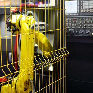 Ogrodzenia maszyn – jak zwiększyć bezpieczeństwo produkcji?