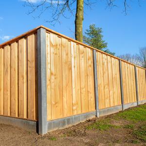 Ogrodzenie betonowo-drewniane – czy warto się nim zainteresować?