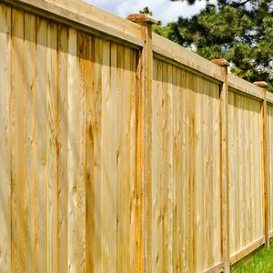 Ogrodzenie lamelowe vs ogrodzenie panelowe - które rozwiązanie zyskuje większą rzeszę zwolenników?