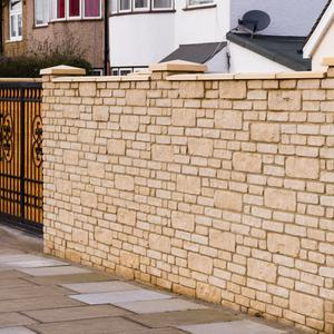 Ogrodzenie murowane a ogrodzenie panelowe - które rozwiązanie jest bardziej uniwersalne?