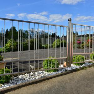 Czy ogrodzenie nierdzewne to korzystne rozwiązanie?
