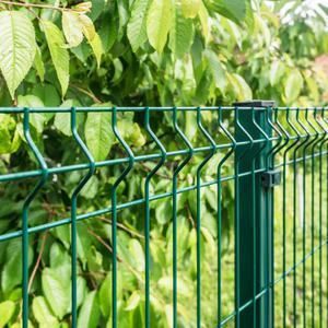 Ogrodzenie z kątownika a ogrodzenie panelowe
