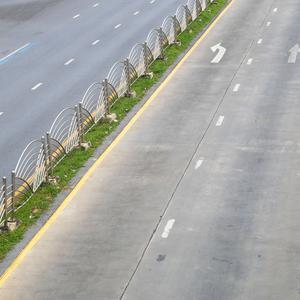 Ogrodzenie w pasie drogowym – co trzeba wiedzieć, aby uniknąć kłopotów?