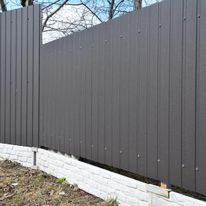 Ogrodzenie z blachy a ogrodzenie panelowe - co będzie bardziej skuteczne?