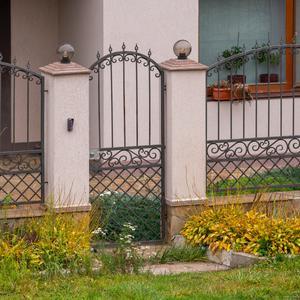 Jak zagospodarować teren przed ogrodzeniem?