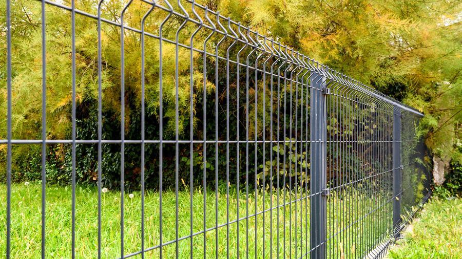 Fundamenty pod ogrodzenie panelowe – co warto wiedzieć?