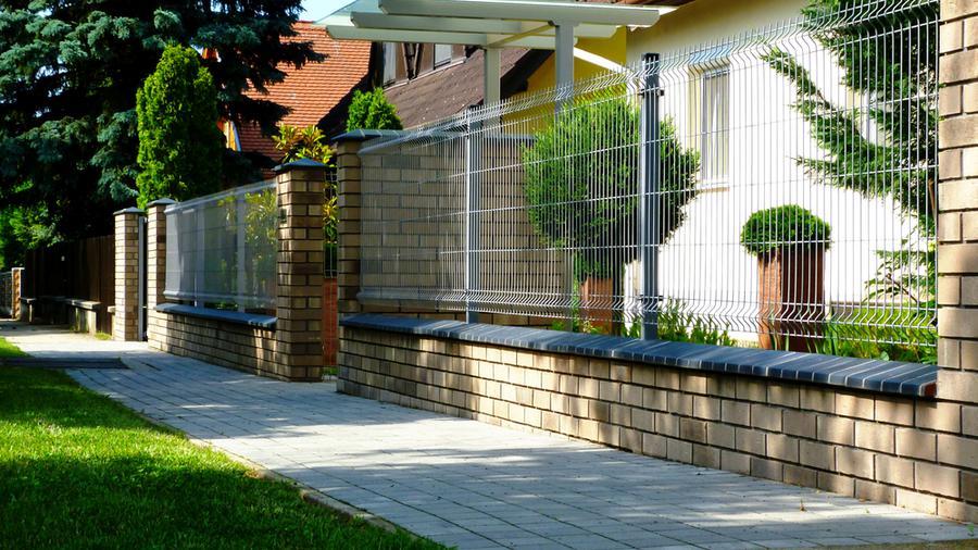 Jakie ogrodzenie domu wybrać, aby spełniało wszystkie oczekiwania?