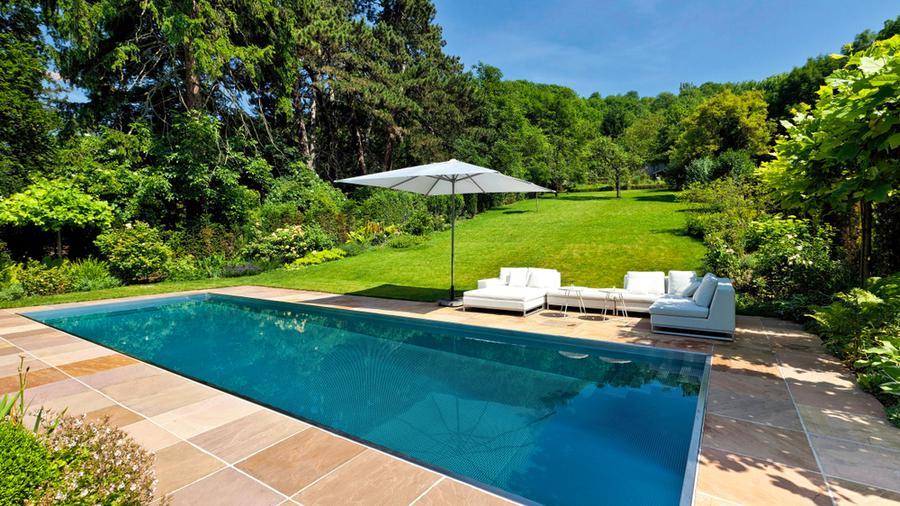 Czemu warto zdecydować się na ogrodzenie basenu i jakie wybrać?