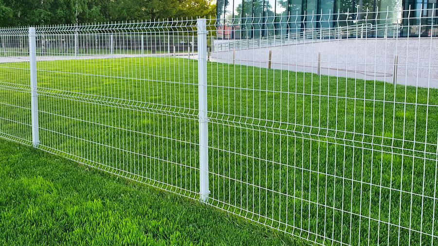 Ogrodzenie panelowe bez podmurówki – wady i zalety
