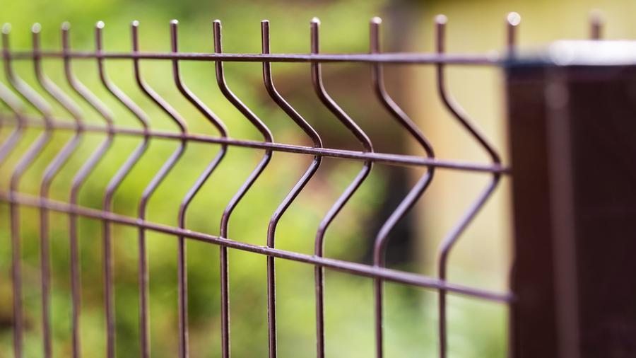 Funkcjonalne i proste w montażu systemy ogrodzeniowe panelowe