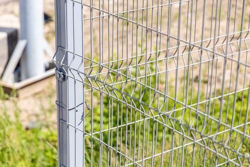 Jak dbać o ogrodzenie panelowe